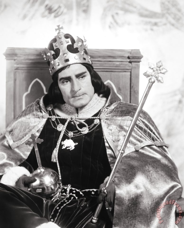 an analysis of the very opening of the play when richard iii enters solus Here we meet the tyrannical, morally vacuous richard iii for the first time.
